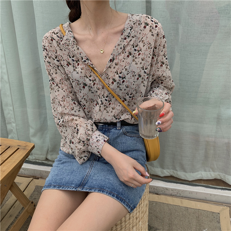Cute Floral Button Up top on sale at EzBuy's Fashion Collection Sale